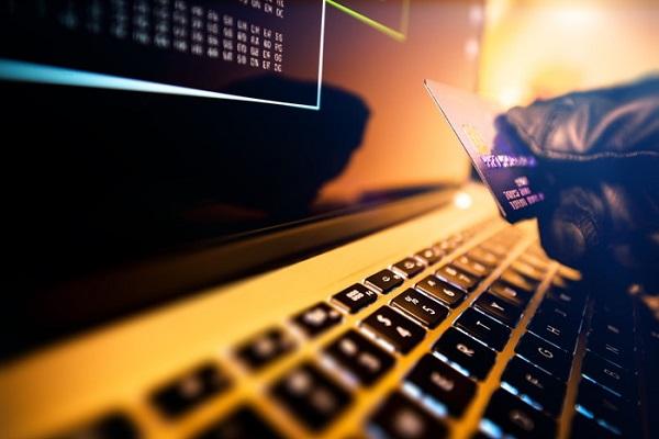 クレジットカードを紛失したらどうする?止める方法や再発行手続きのまとめ